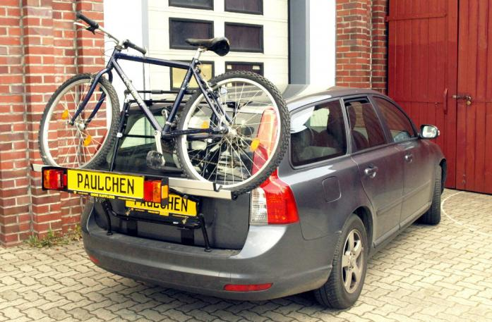 Volvo V 50 Bike carrier with light bar and loaded with bike