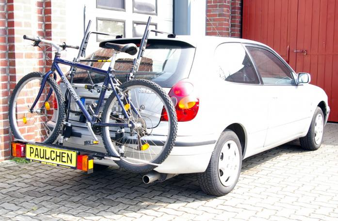 Toyota Corolla Compact (E11) Bike carrier with comfort load extension and loaded bike. Without trailer hitch!