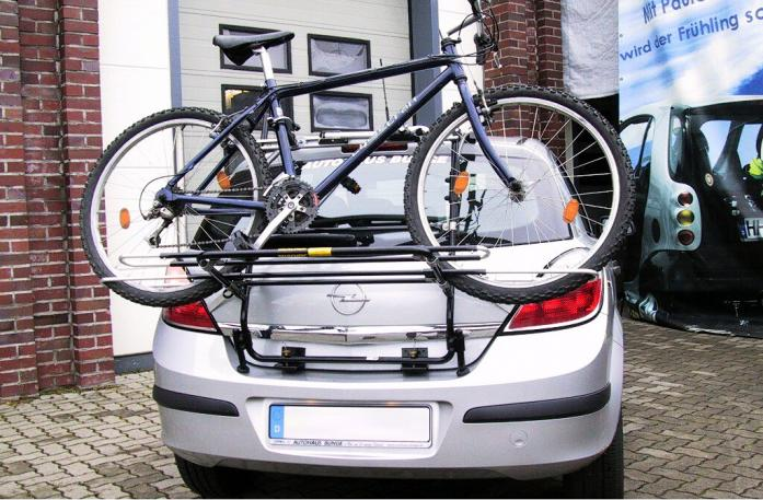 Opel Astra H Schrägheck Bike carrier loaded with bike