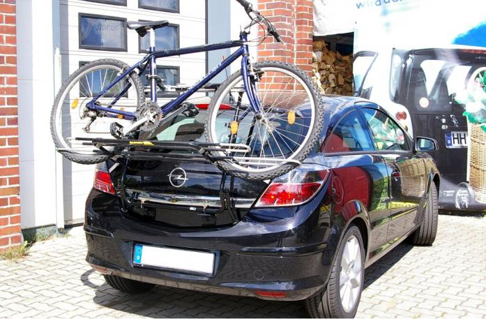 Opel Astra H Schrägheck GTC Bike carrier loaded with bike