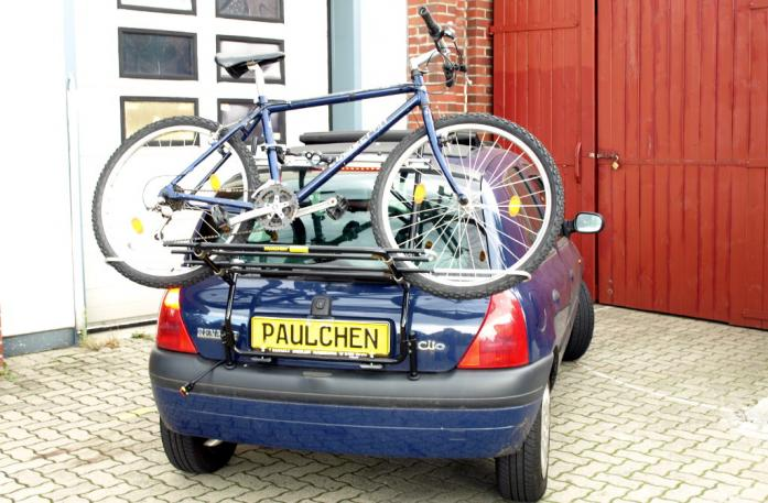 Renault Clio 2 (B) Bike carrier loaded with bike