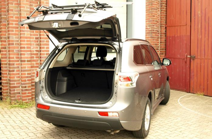 Mitsubishi Outlander III (CW0) Bike carrier with open tailgate and mounted carrier