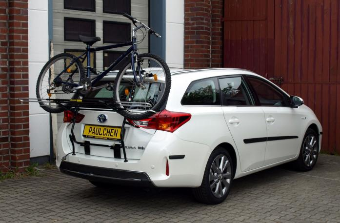 Toyota Auris Touring Sports Bike carrier loaded with bike