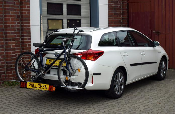 Toyota Auris Touring Sports Bike carrier with comfort load extension and loaded bike. Without trailer hitch!