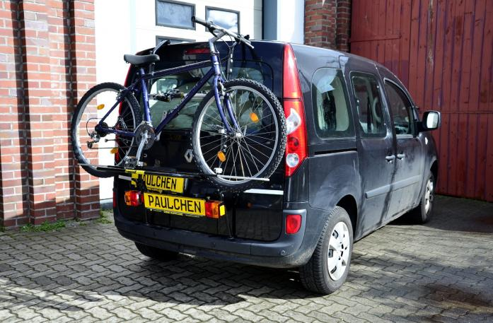 Renault Kangoo (KW) Bike carrier with light bar and loaded with bike
