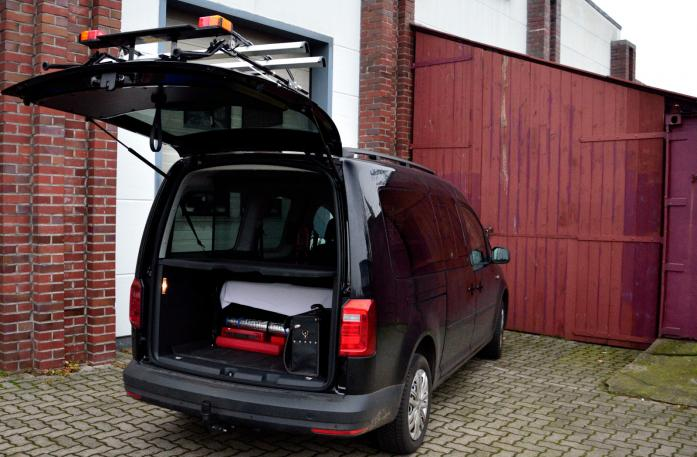 Volkswagen Caddy IV Bike carrier with open tailgate and mounted carrier
