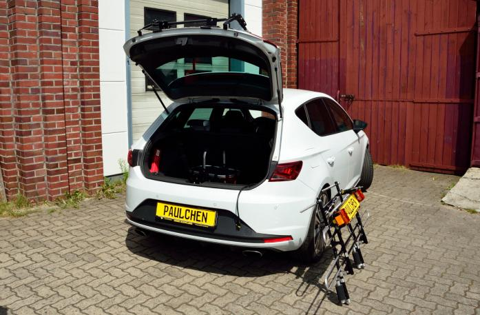 Seat Leon Cupra (5F) Bike carrier with open tailgate and mounted carrier