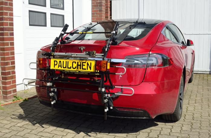 Tesla Model S Bike carrier with comfort load expansion in standby position. Without trailer hitch!