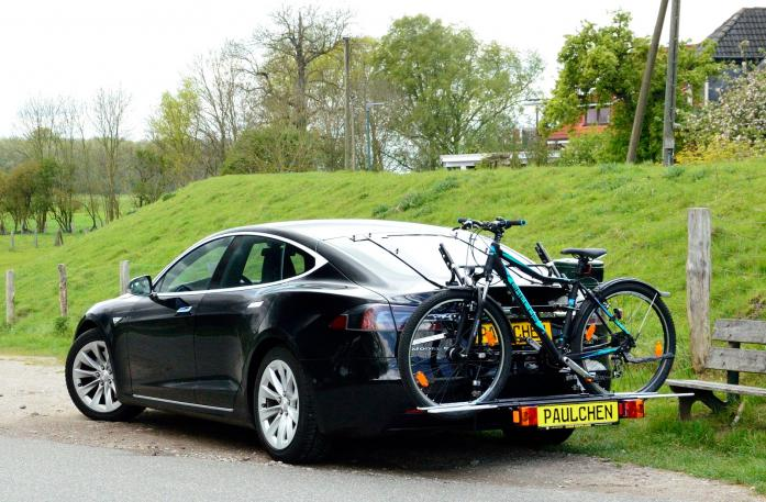 Tesla Model S Bike carrier with comfort load expansion and loaded bike. Without trailer hitch!