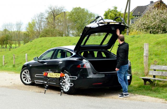 Tesla Model S Bike carrier with separated comfort load expansion.