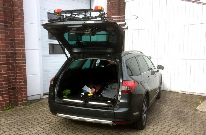 Citroen C5 Tourer (RD) Bike carrier with open tailgate and mounted carrier