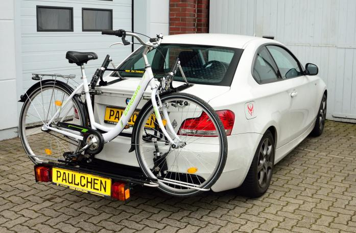 BMW 1er Coupé (E82) Bike carrier with comfort load expansion and loaded bike. Without trailer hitch!