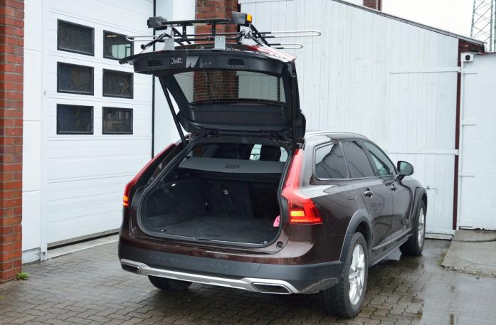 Volvo V90 Bike carrier with open tailgate and mounted carrier