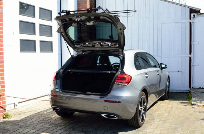 Mercedes A-Klasse (W177) Bike carrier with open tailgate and mounted carrier