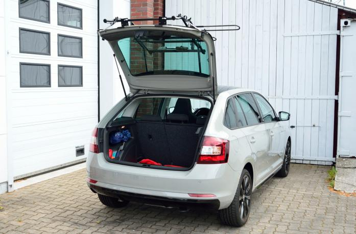 Skoda Rapid Spaceback (NH1) Bike carrier with open tailgate and mounted carrier