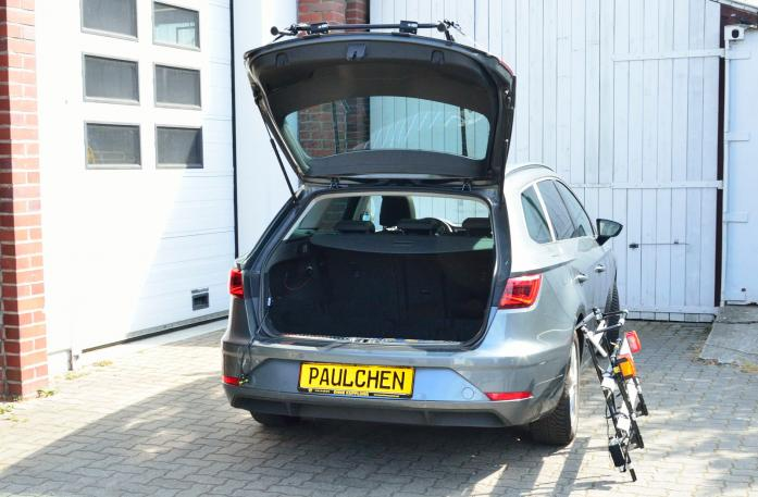 Seat Leon ST Facelift Bike carrier with open tailgate and mounted carrier