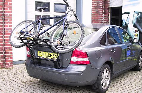 Volvo S 40 Stufenheck Bike carrier loaded with bike
