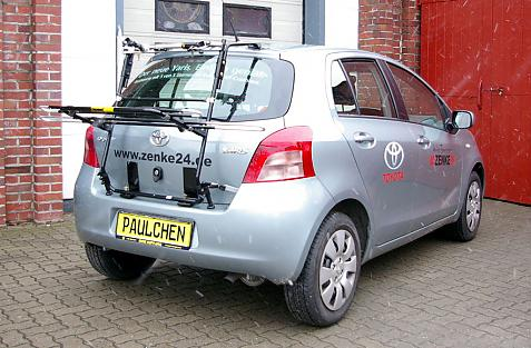 Toyota Yaris (P9) Bike carrier in loading position