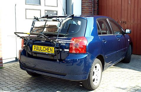Toyota Corolla Compact (E12) Bike carrier in loading position