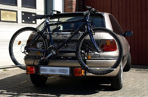 Opel Astra F Schrägheck Bike carrier with comfort load extension and loaded bike. Without trailer hitch!