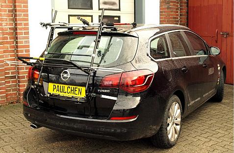 Opel Astra J Sports Tourer Bike carrier in loading position