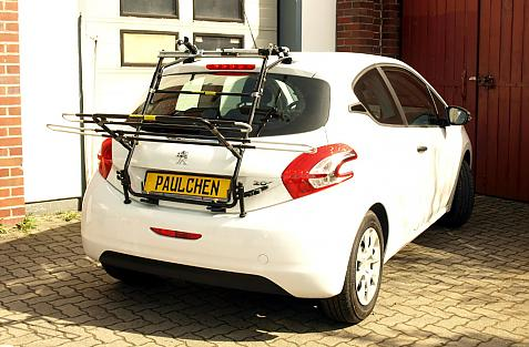 Peugeot 208 Bike carrier in loading position