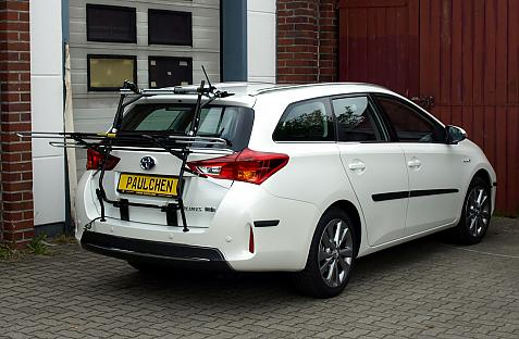 Toyota Auris Touring Sports Bike carrier in loading position