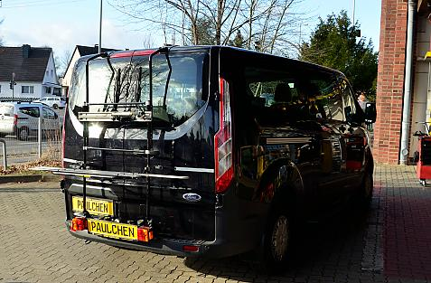 Ford Tourneo / Transit Custom Bike carrier with light bar in loading position
