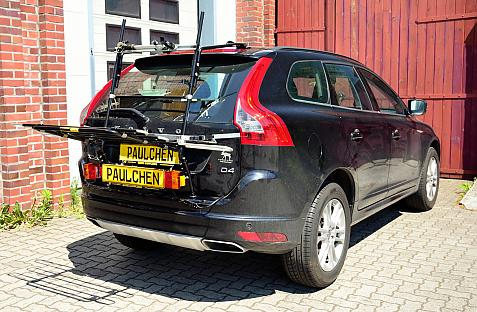 Volvo XC60 Facelift Bike carrier with light bar in loading position