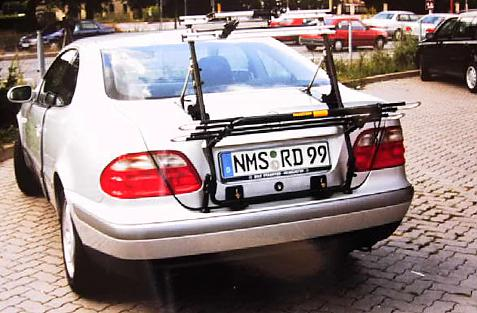 Mercedes CLK-Klasse Coupe (C208) Bike carrier in loading position