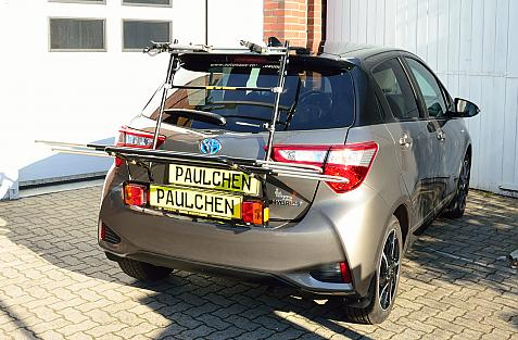 Toyota Yaris Facelift II m. Spoiler (P13) Bike carrier with light bar in loading position
