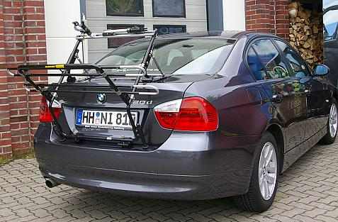 BMW 3er Stufenheck Bike carrier in loading position