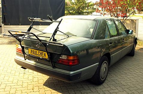 Mercedes E-Klasse Stufenheck (W124) Bike carrier in loading position
