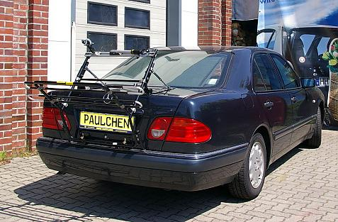 Mercedes E-Klasse (W210) Bike carrier in loading position