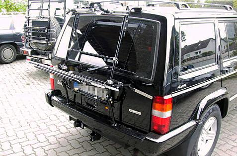 Chrysler Jeep Cherokee Bike carrier in loading position