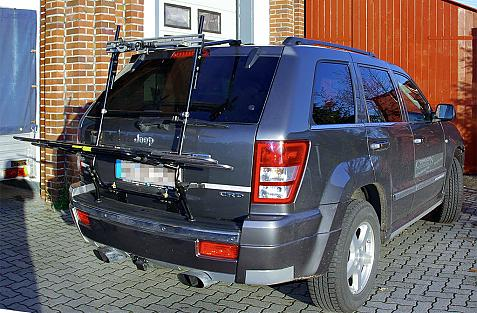 Chrysler Jeep Grand Cherokee Bike carrier in loading position